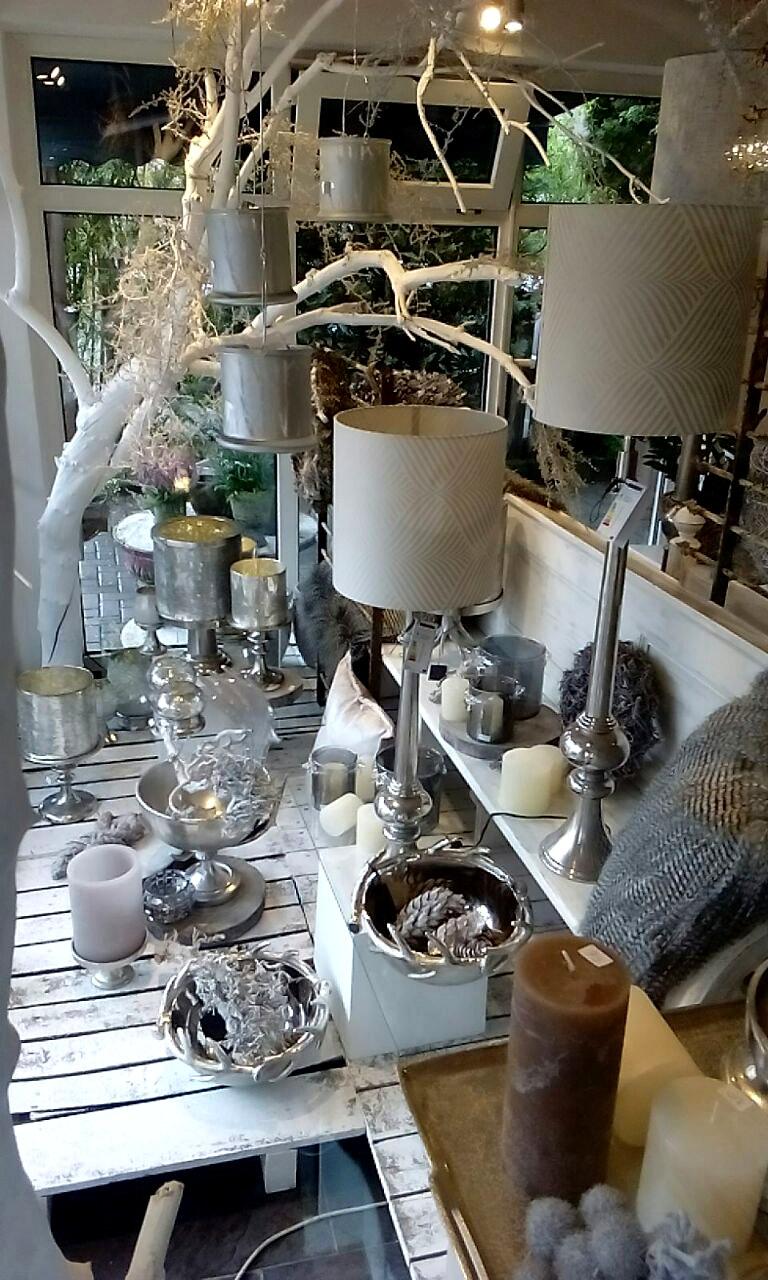 Lampen und andere Dekorationen
